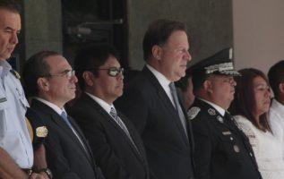 """Rolando """"Picuiro"""" López, junto al presidente Varela; el ministro de Seguridad, Alexis Bethancourt, y el director de la Policía Nacional, Omar Pinzón. Víctor Arosemena"""