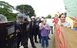 Las protestas se realizaron de forma simultánea en Chitré y Ocú, en busca de una solución.   Fotos:  Thays Domínguez