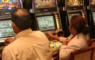 Las máquinas tragamonedas tipo A sumaron $136.7 en apuestas. Archivo