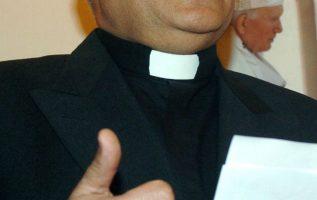"""En los últimos 15 años, desde el caso de Andrés Aguirre, el llamado """"cura Tato"""", al menos 80 sacerdotes y religiosos católicos han sido acusados en Chile de delitos de connotación sexual."""