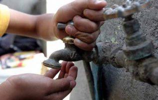Pobladores de las comunidades ubicadas en Loma Coba, distrito de Arraiján se mantiene protestando a orilla de la vía Interamericana, reclaman el suministro de agua potable.