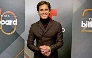 Es cantante, actor y modelo, cuenta con dos discos con los que ha conseguido una nominación al Premio MTV como mejor solista. EFE