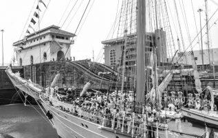 Buque Escuela Esmeralda, de la Armada de Chile, en su travesía por el Canal de Panamá el martes 10 de julio de 2018.