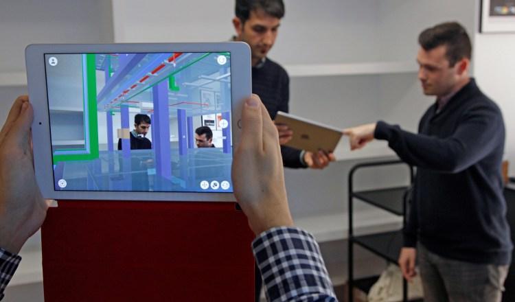 El Teletrabajo permitiría que los empleados administren su tiempo. Foto/ EFE