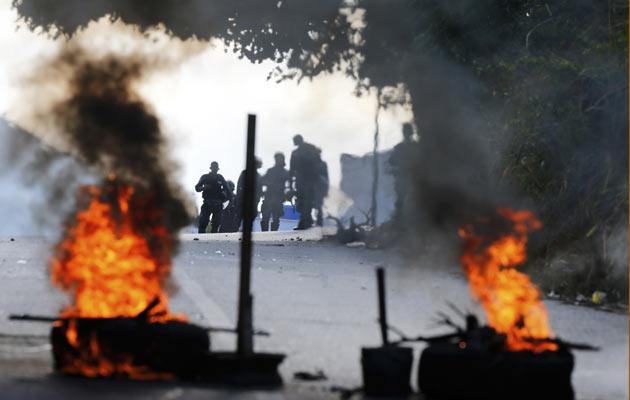 En las últimas horas se han registrado protestas violentas en diversos sectores, contra Nicolás Maduro. FOTO/AP
