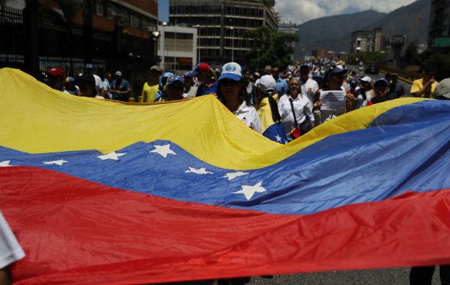 Los seguidores del chavismo se movilizan en el centro-oeste de Caracas para rechazar también los apagones de los que culpan a Estados Unidos y la oposición.