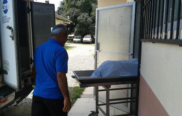 El cuerpo del hoy occiso fue traslado a la morgue judicial en David. Foto: Mayra Madrid.