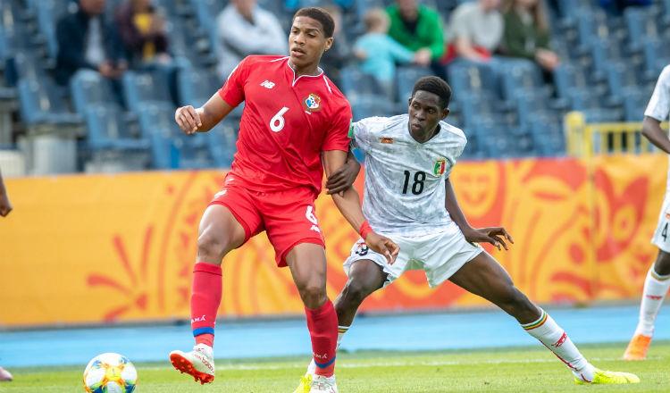 Ernesto Walker (6) estuvo en el mundial Sub-20 de Polonia. Foto:AP